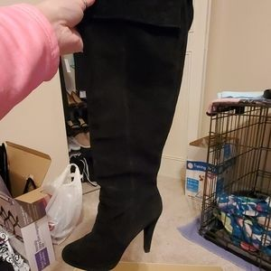 Gently used MK suede boots